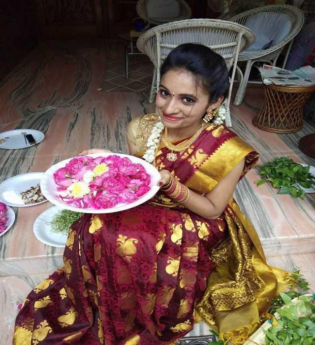 Divya Chalamalasetty Traditional Saree Picture Pellichoopulu