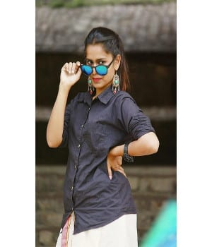 Sahithi Dasari Pictures Pellichoopulu Girl In Shirt