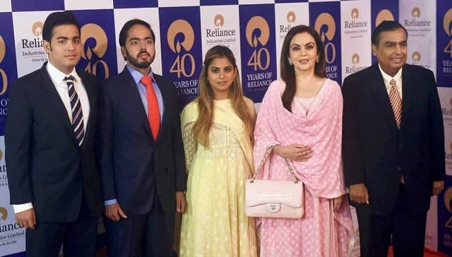 Anant Ambani Family Picture with akash Ambani, Isha Ambani, Nita Ambani, and Mukesh Ambani