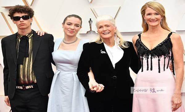 Laura Dern Wiki, Bio, Age, Husband, Marriage Story, Awards & Net Worth