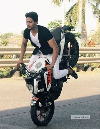 faisal shaikh with his Duke Bike Doing Stunts
