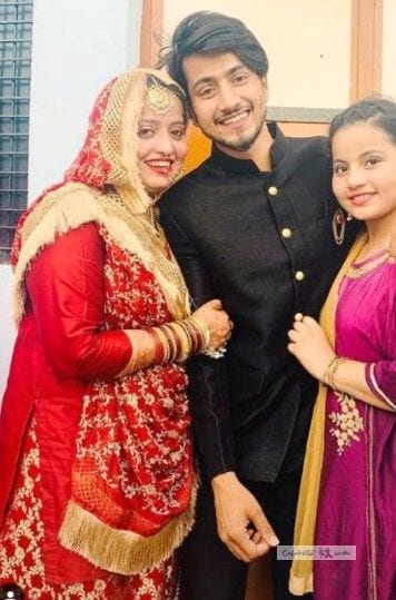 faisal shaikh with his sisters photo