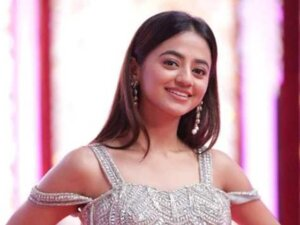 helly shah image with smile