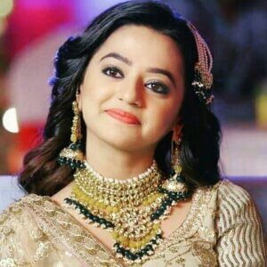 helly shah image in jewellery