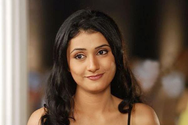Ragini Khanna Cute Smile Know her age, height and more