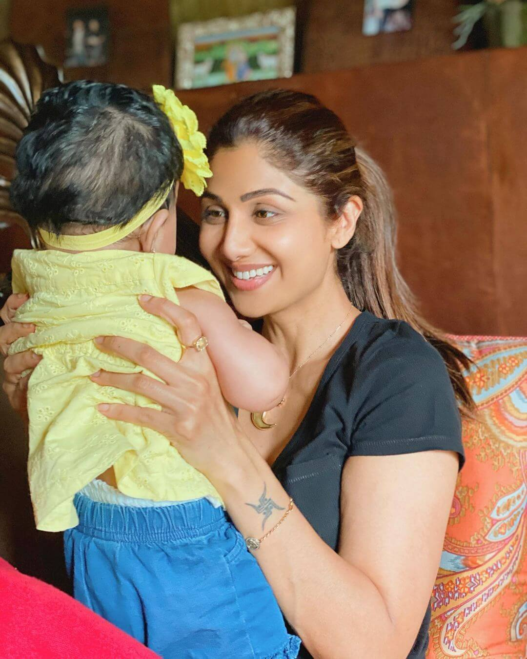Shilpa Shetty Daughter name Samisha ki Photo