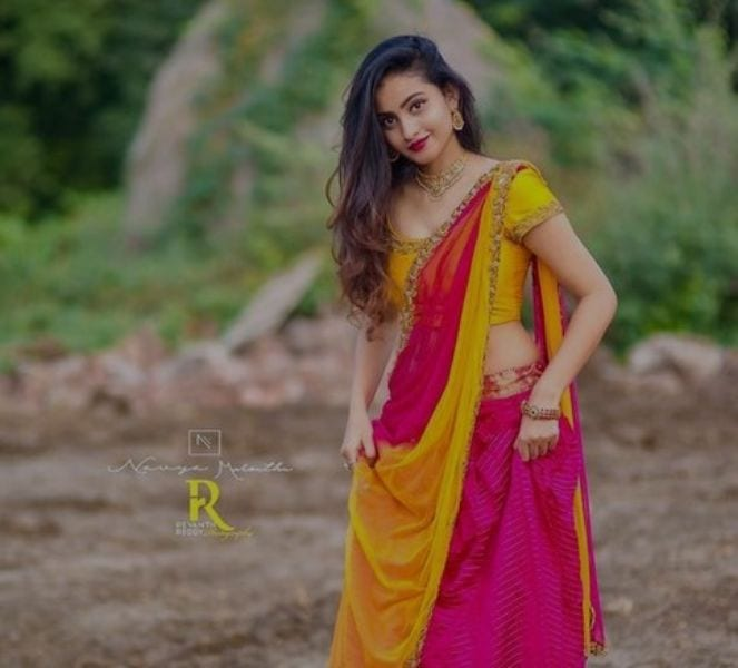 Deepika Pilli in Saree Photo
