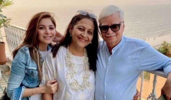 Kanika Kapoor Mother and Father Photo
