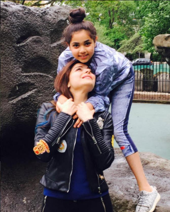 Kanika Kapoor With her Daughter