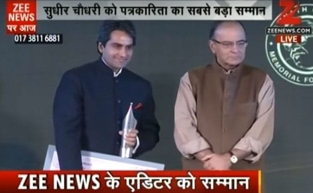 Sudhir Chaudhary Receiving Goenka Ramnath Award