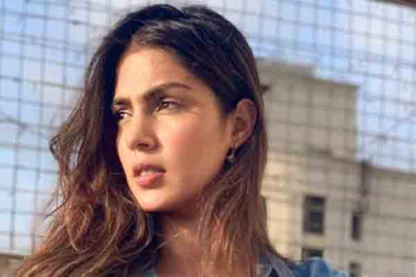 Rhea Chakraborty Wiki, Bio, Age, Boyfriend, Family & Net Worth