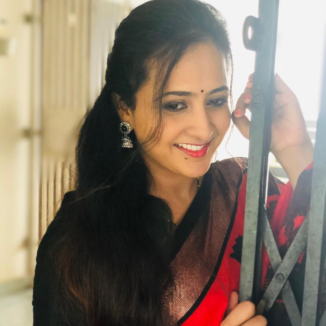 Anchor Lasya Latest Photo in red Saree