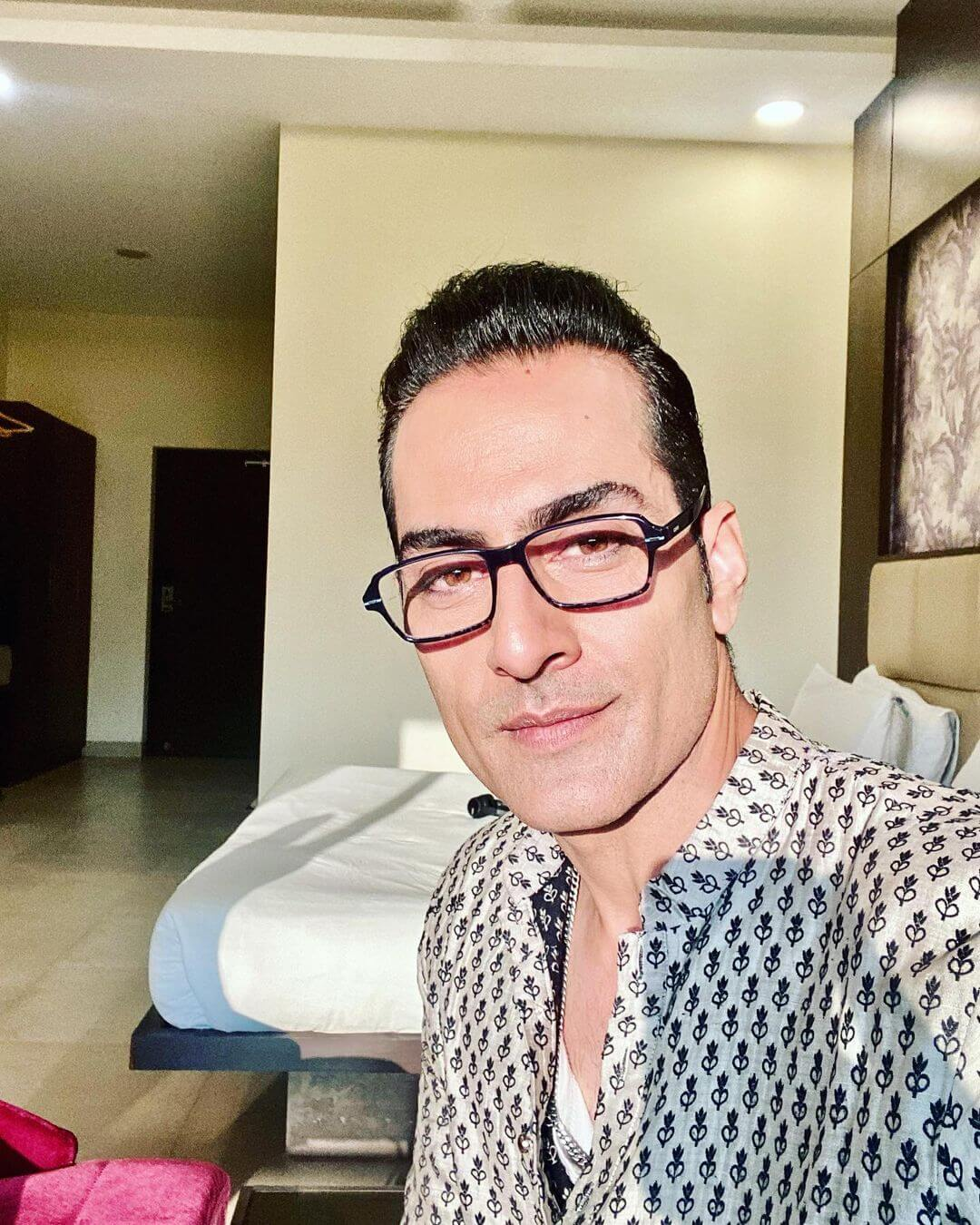 Sudhanshu Pandey With Specs Photo
