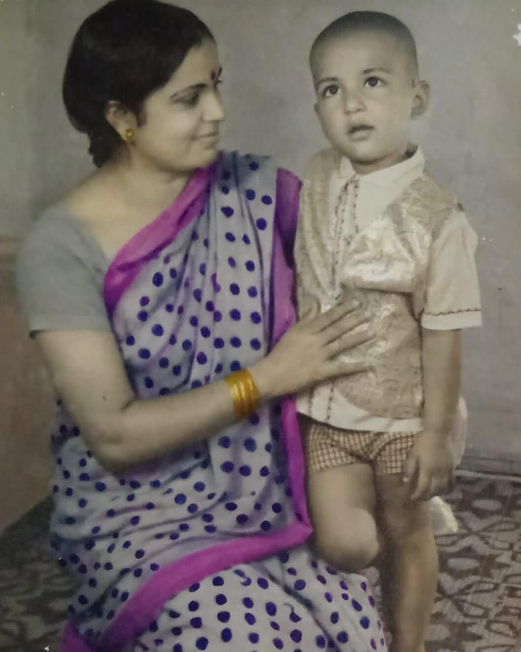 sonu sood with her mother in childhood